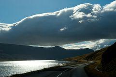 Fahren am Fjord