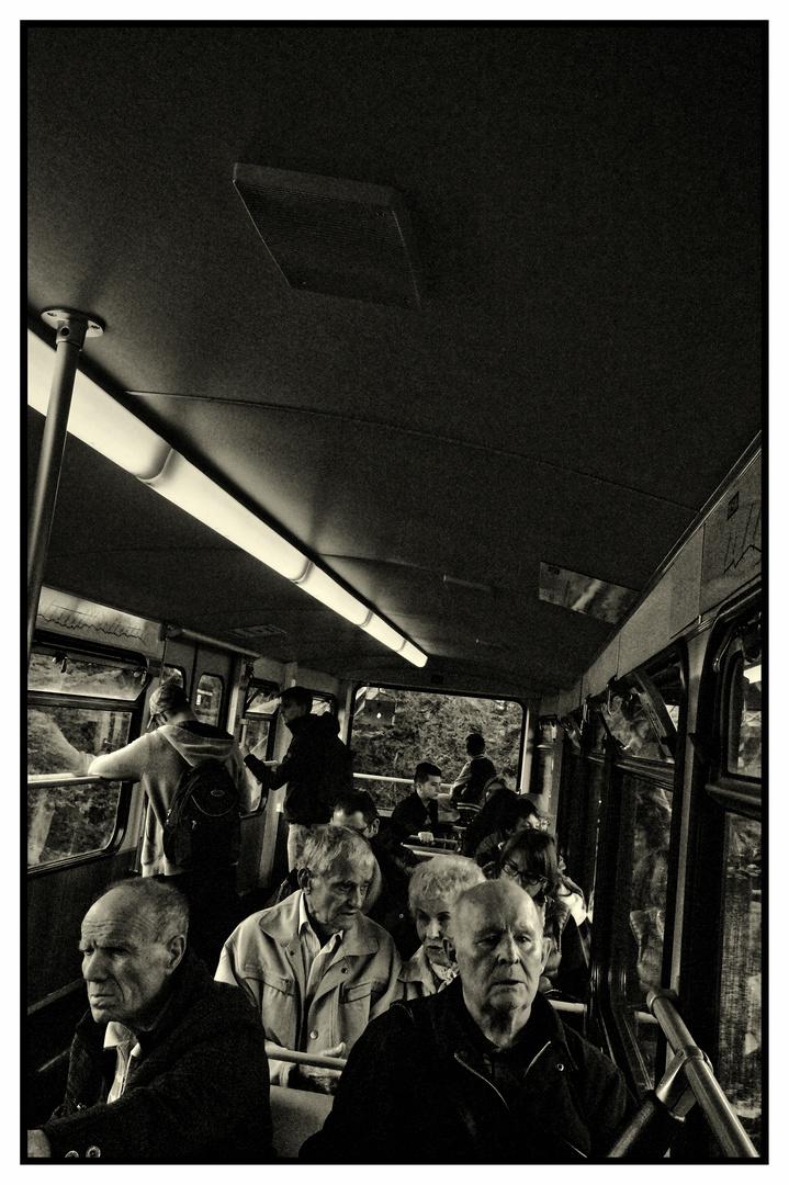 Fahrgäste in der Wuppertaler Schwebebahn