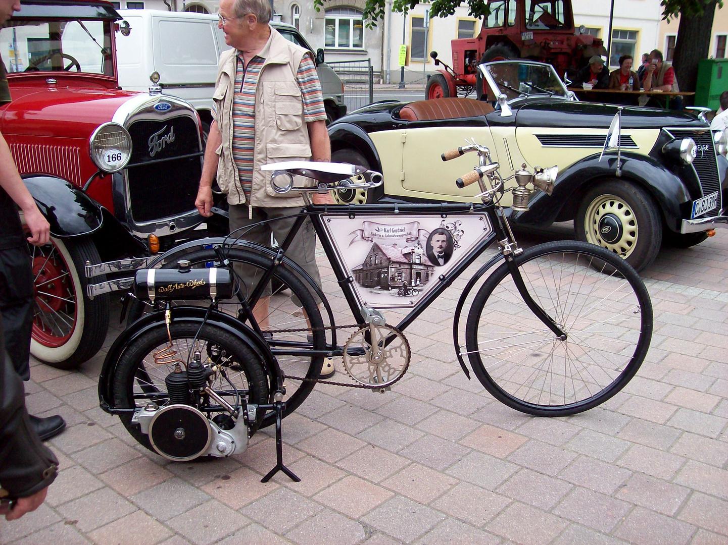 fahrrad mit motor foto bild autos zweir der. Black Bedroom Furniture Sets. Home Design Ideas