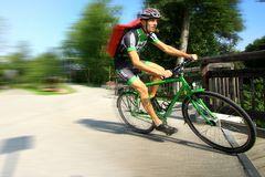Fahrradkurier in Eile
