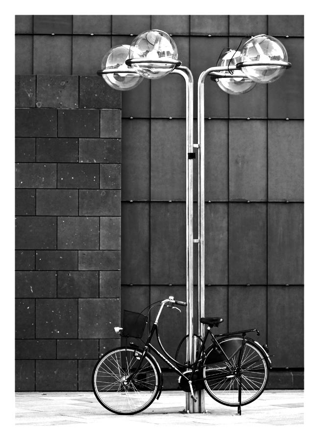 fahrradparkplatz mit beleuchtung