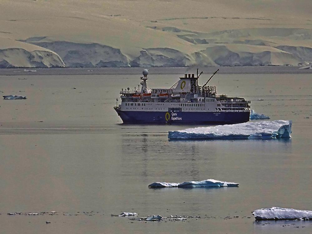 Fahrt bei der antarktischen Halbinsel