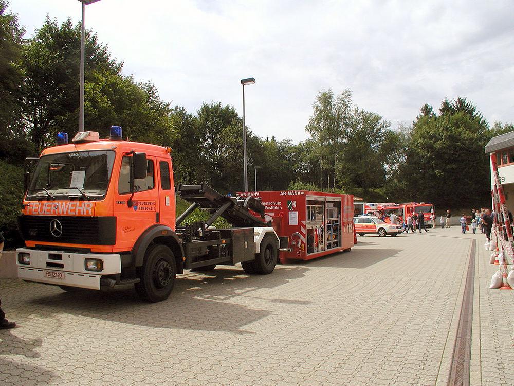 Fahrzeug mit Abrollcontainer