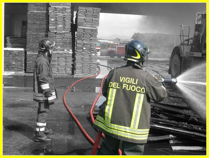 Falegnameria in fiamme