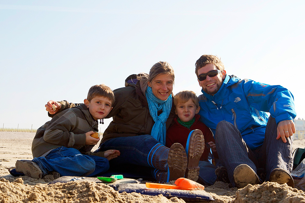 Familie Harlinghausen am Strand in Holland im Oktober 2008
