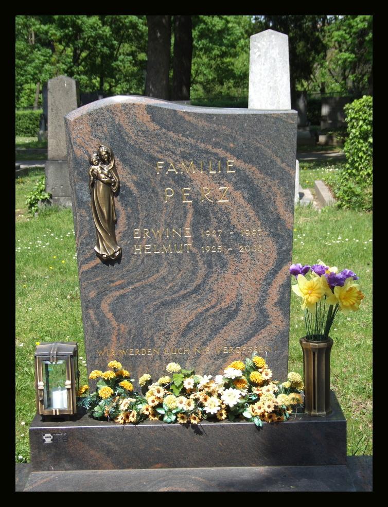 Familie Perz am Meidlinger Friedhof