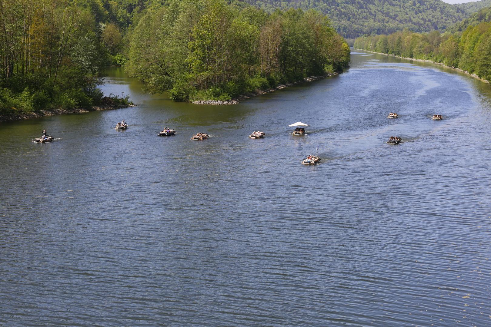 Familienausflug der Amphibienfahrzeuge am RMD-Kanal