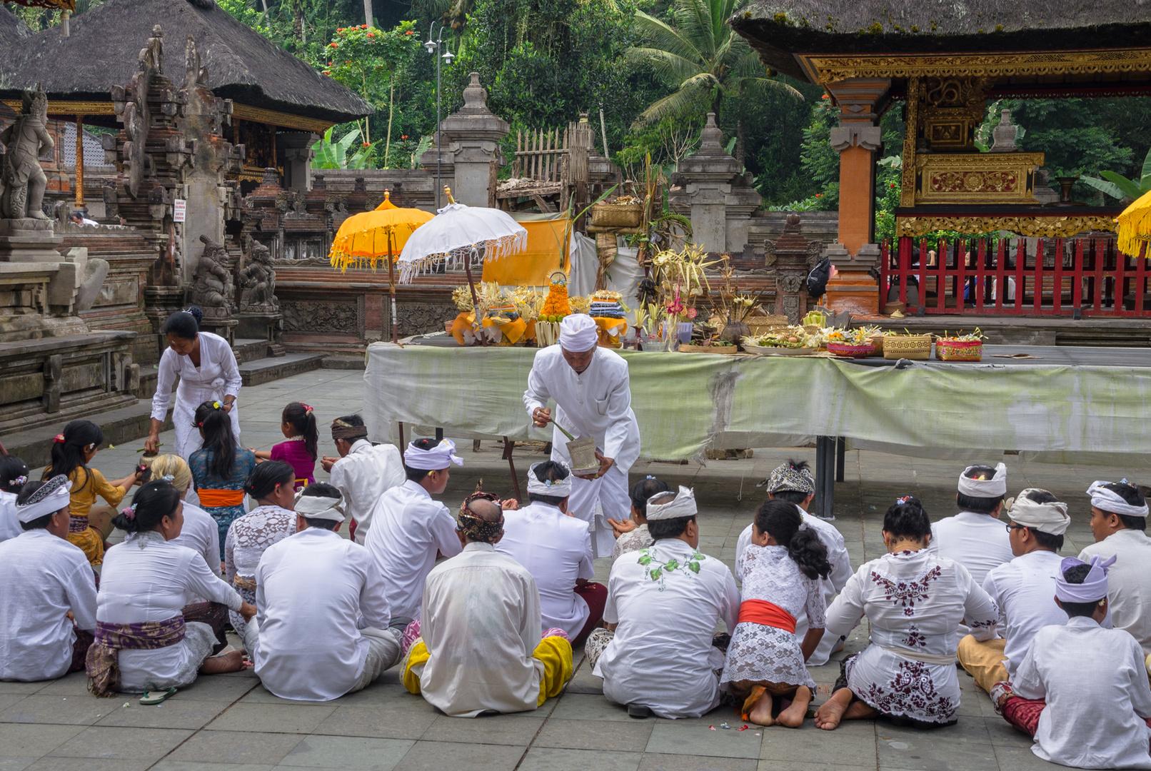 Familienzeremonie im Pura Tirta Empul