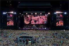 Fans.....44000