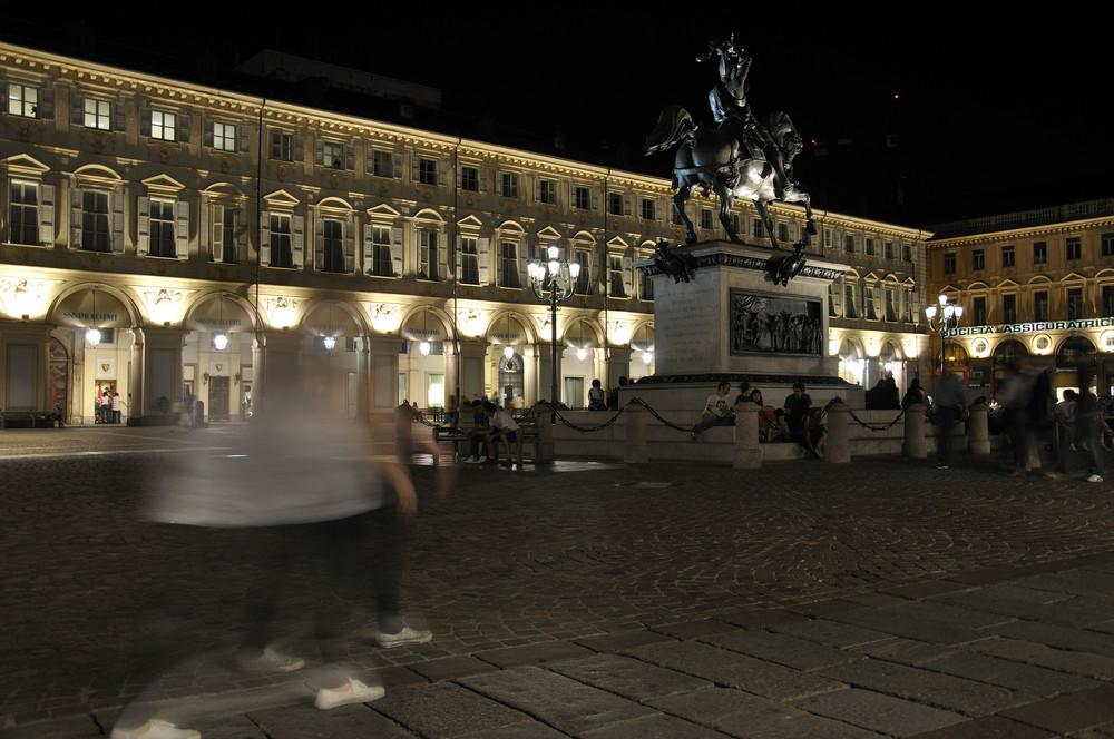 Fantasmi in P.za San Carlo...