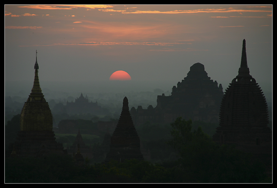 ... Fantastic sunrise at Bagan ...