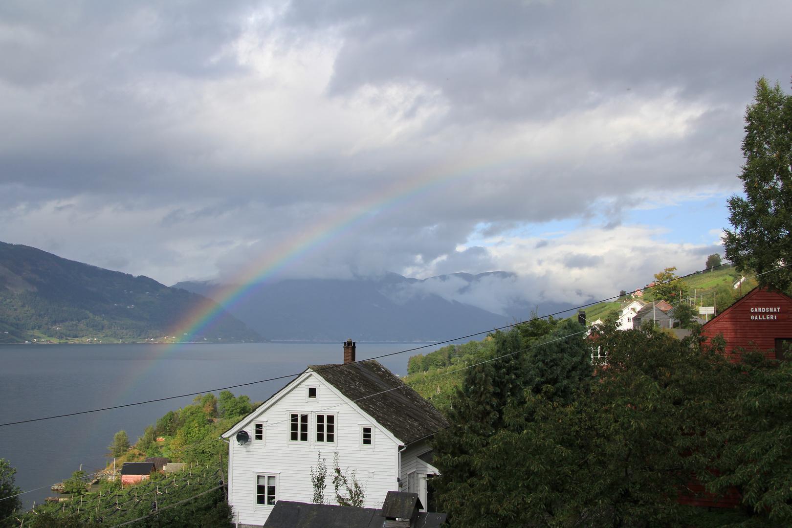 Farbe über dem Fjord