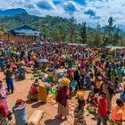Farbenfroher Wochenmarkt im Kongo
