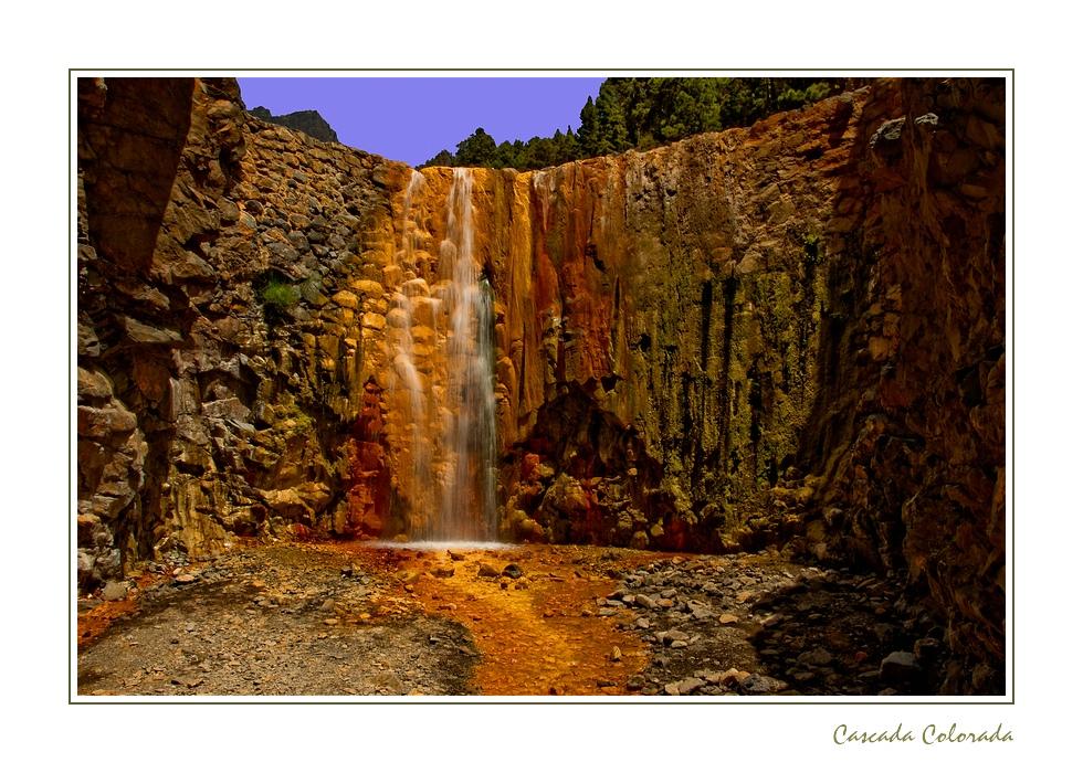 Farbenrausch am Wasserfall