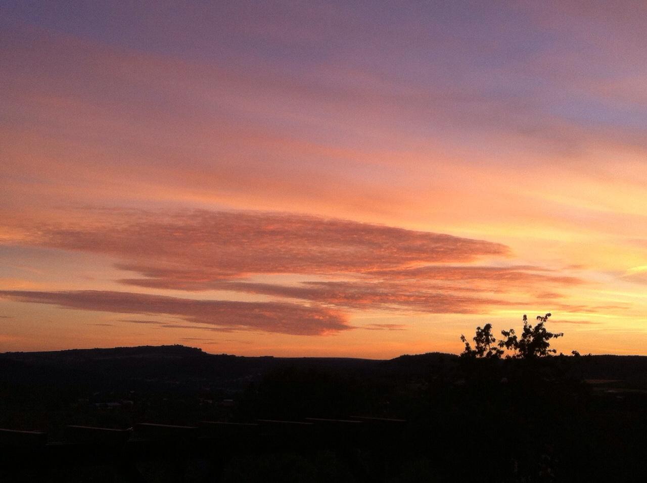 Farbenreicher Sonnenuntergang in Irsch