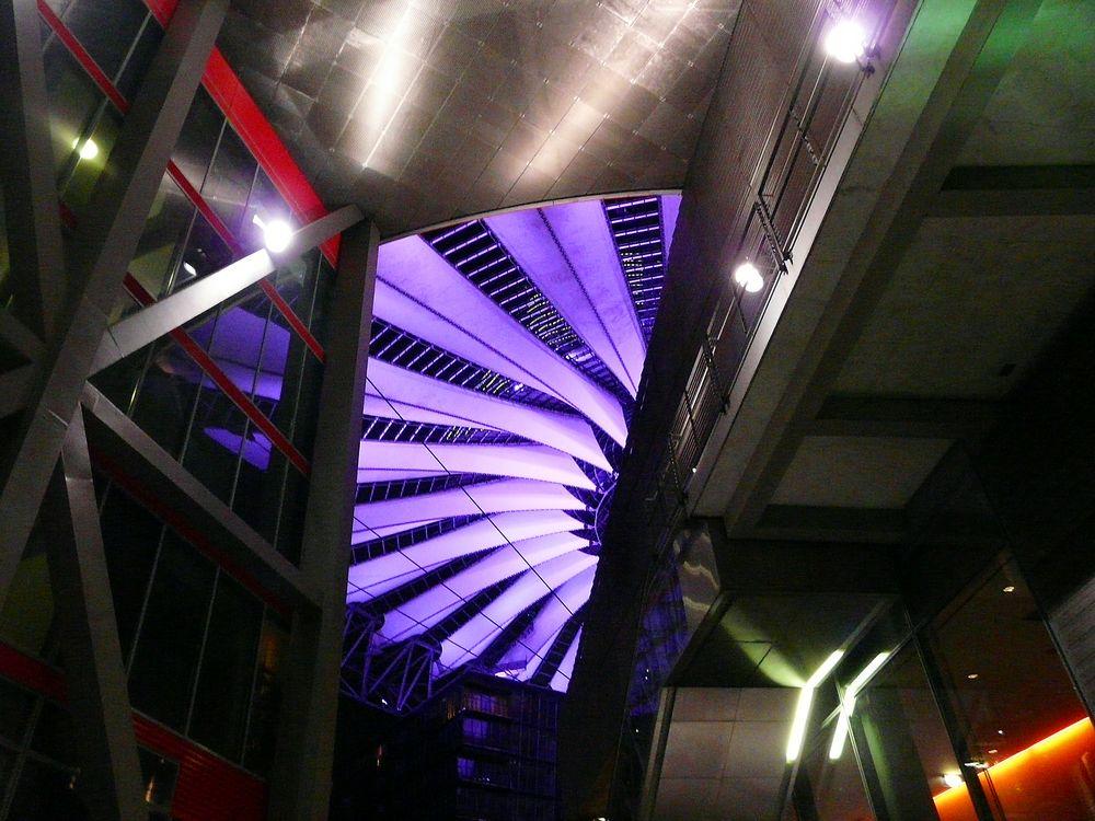 Farbenspiel am Sony-Center
