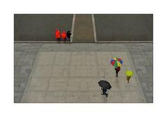 Farbflecken im Regen