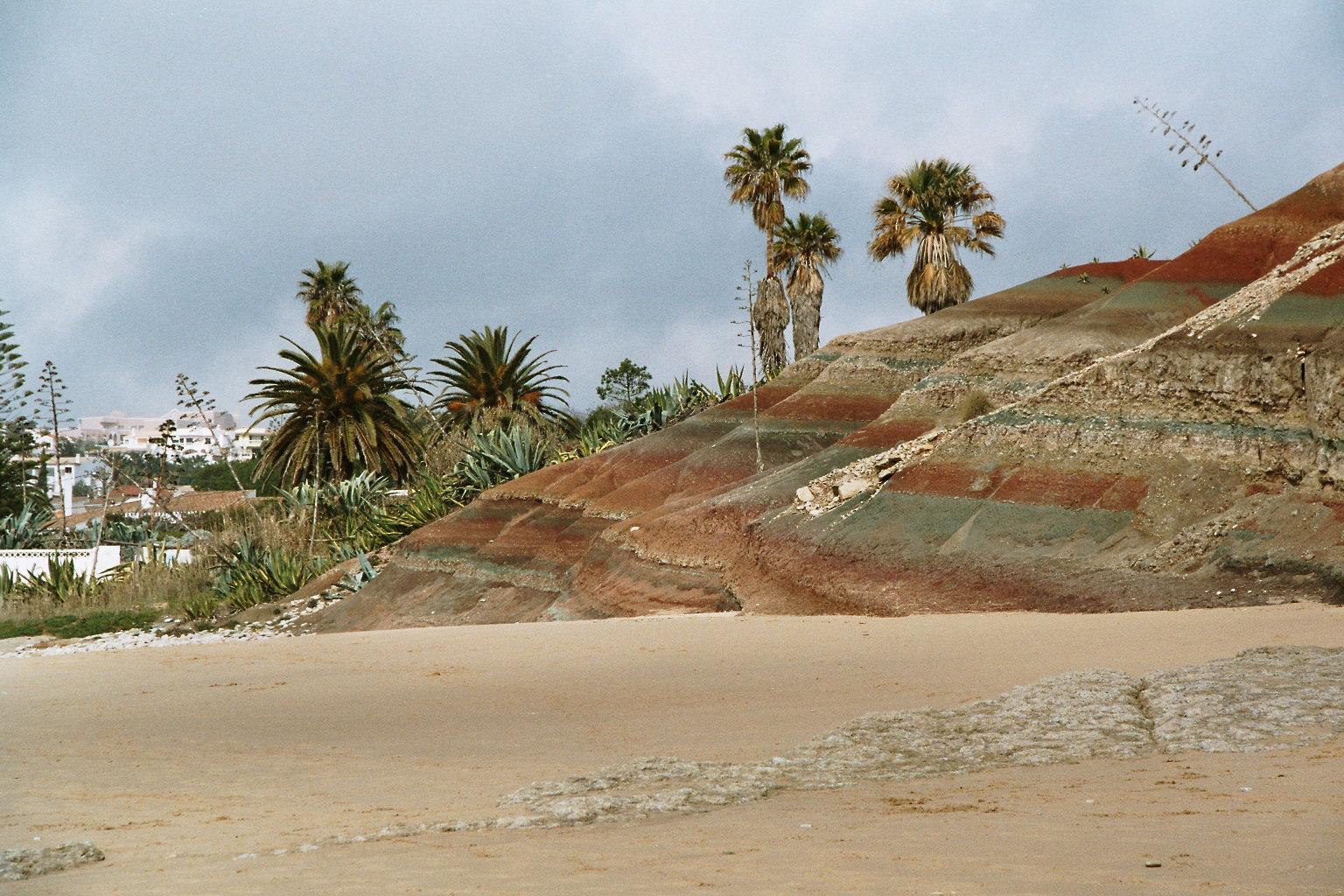 Farbige Felsen in Portugal