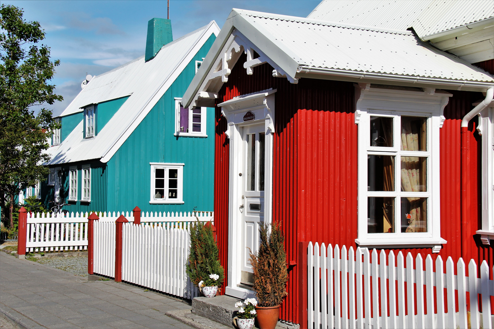 Farbige Wellblechhäuser in Isafjördur