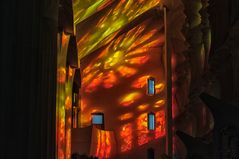 Farbspiel in Kirche