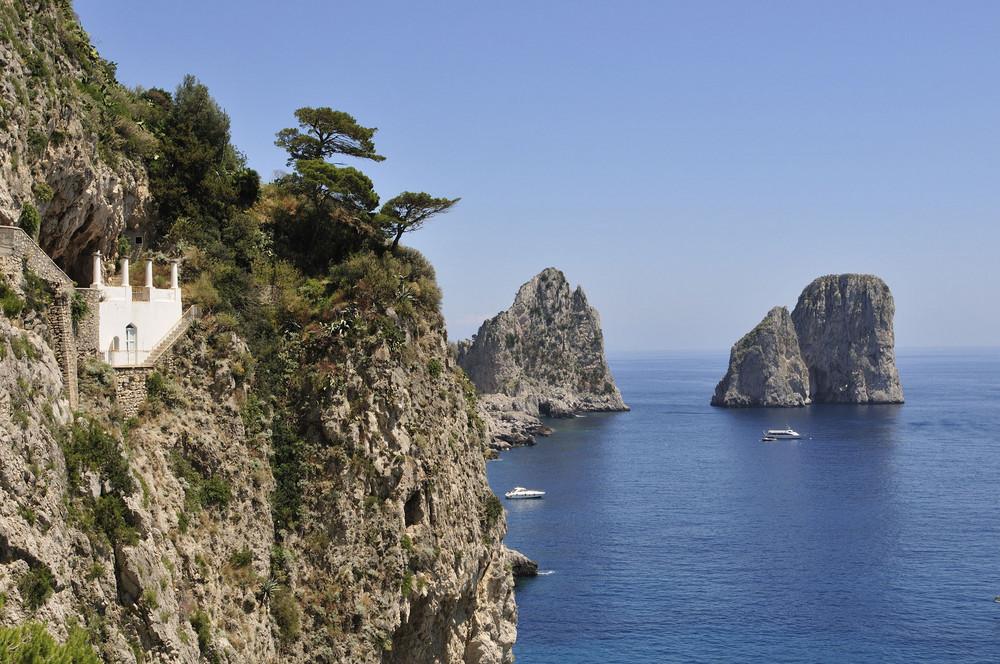 Farglioni-Felsen von der Via Krupp aus gesehen
