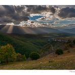 Fasci di luce dal Morrone, visti dalla Majella (zona eremi)