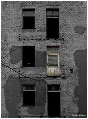 Fassade mit weißer Tür