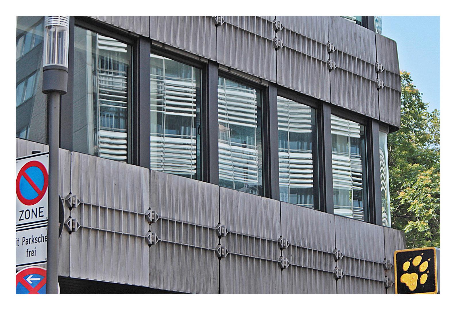 Fassadenstrukturen mit Spiegelung