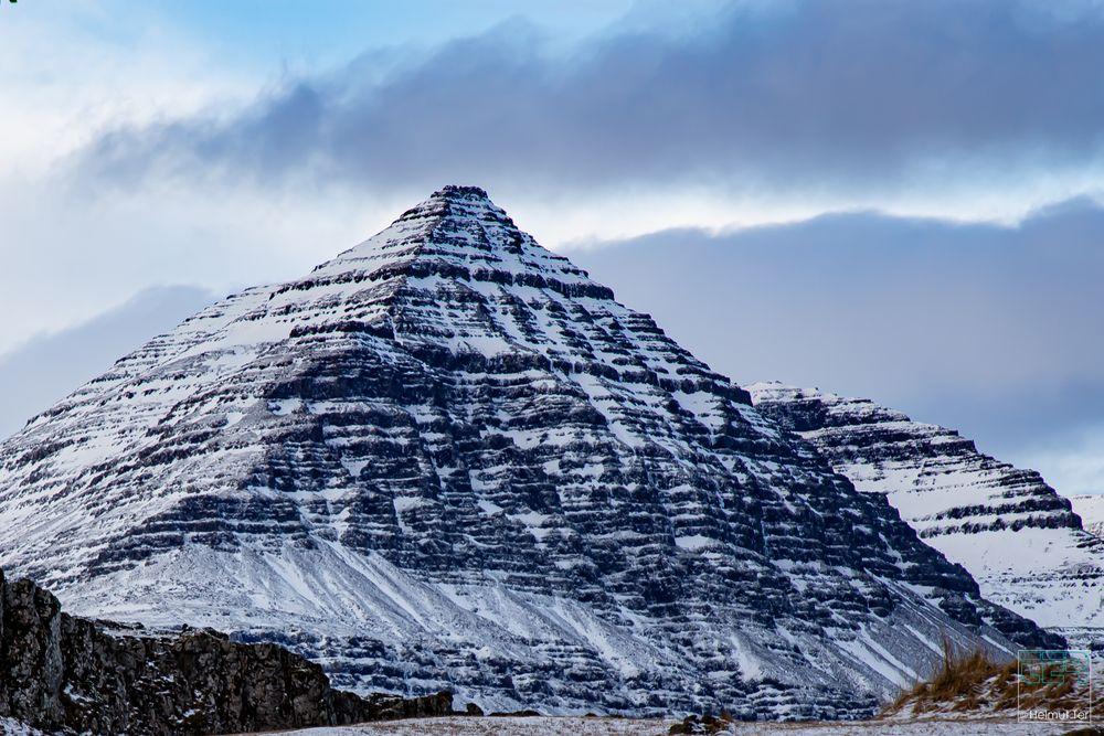 Fast geometrisch. -  Ein Berg wie eine Pyramide.
