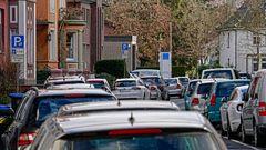 Fast schon normal: total zugeparkte Straßen
