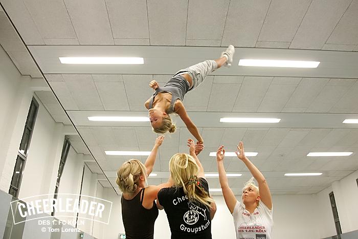 FC Cheerleader_Group Stunt Training