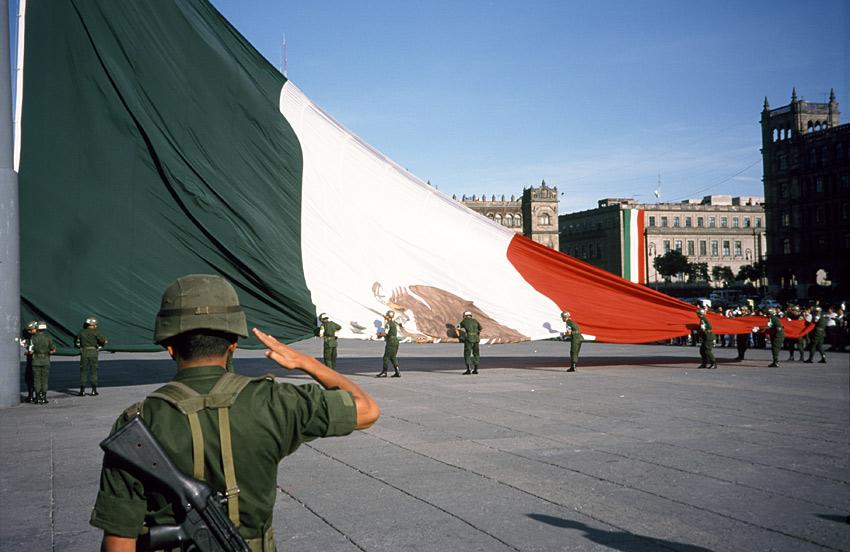 Feierliches Einholen der Flagge