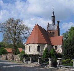 Feldsteinkirche (13. Jahrhundert) im 1000-jährigen Tylsen,