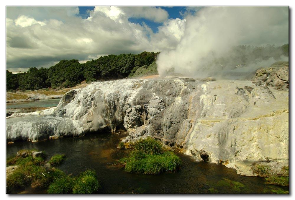 Felsen, Dampf und Urwaldstimmung