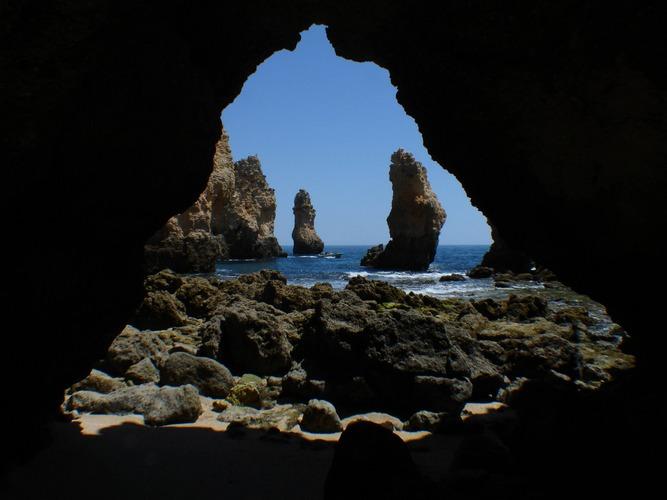 Felsen im Dreieck - dreieckige Höhle - buraco do triangulo ???