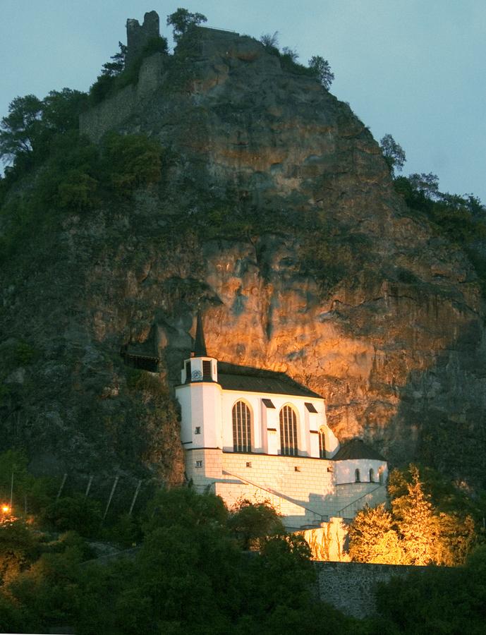 Felsenkirche bei Nacht