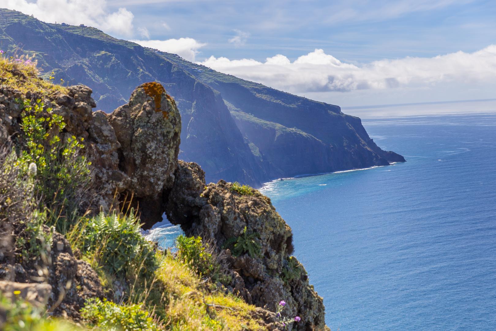Felsentor an Madeiras Südküste