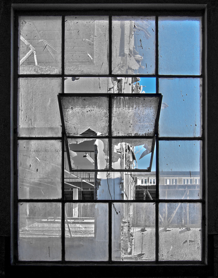 fenster mit aussicht foto bild architektur lost places wirtschaftswunden bilder auf. Black Bedroom Furniture Sets. Home Design Ideas