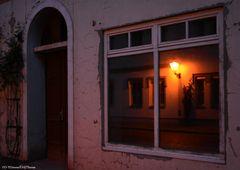 Fenster mit Aussicht zur Straße