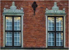 Fenster mit Weihnachtsdeko