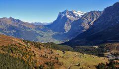 Fernblick auf Grindelwald und schöne Bergstaffellungen