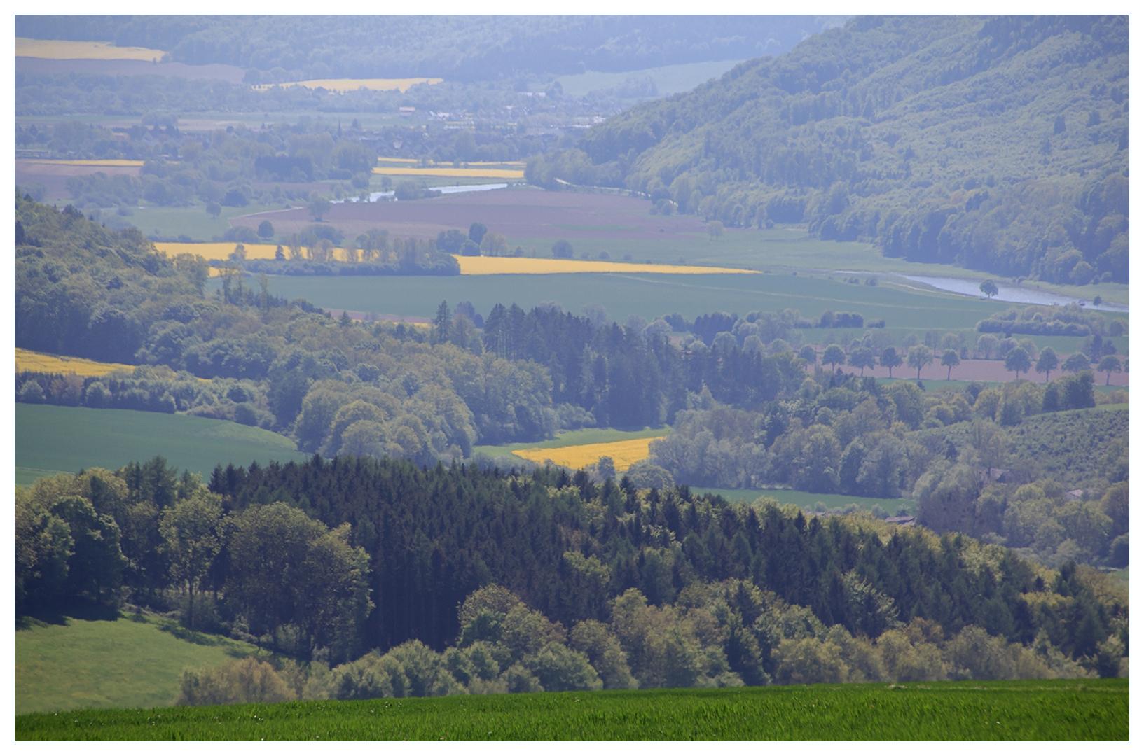 Ferner Blick ins frühlingshafte Wesertal...