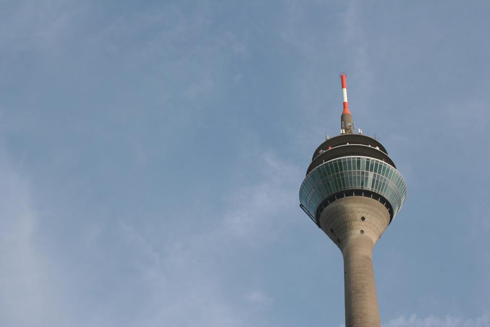 Fernsehturm am Himmel