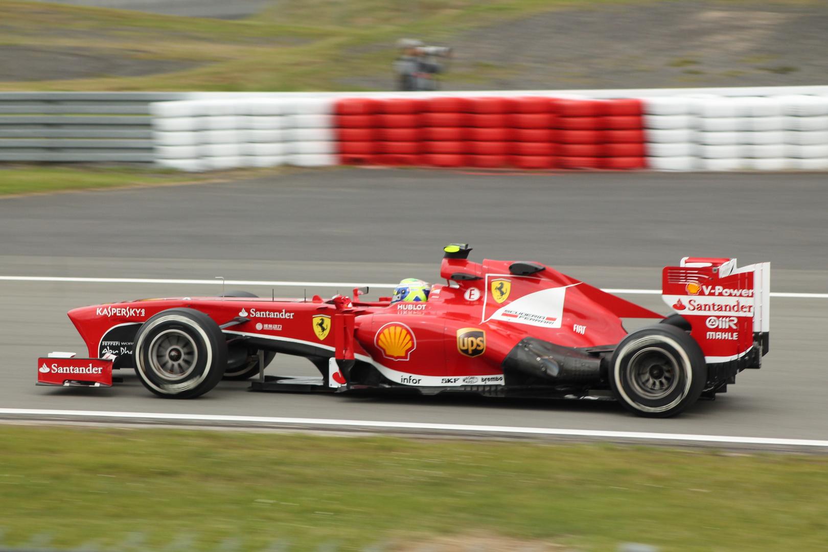 Ferrari flitzt vorbei