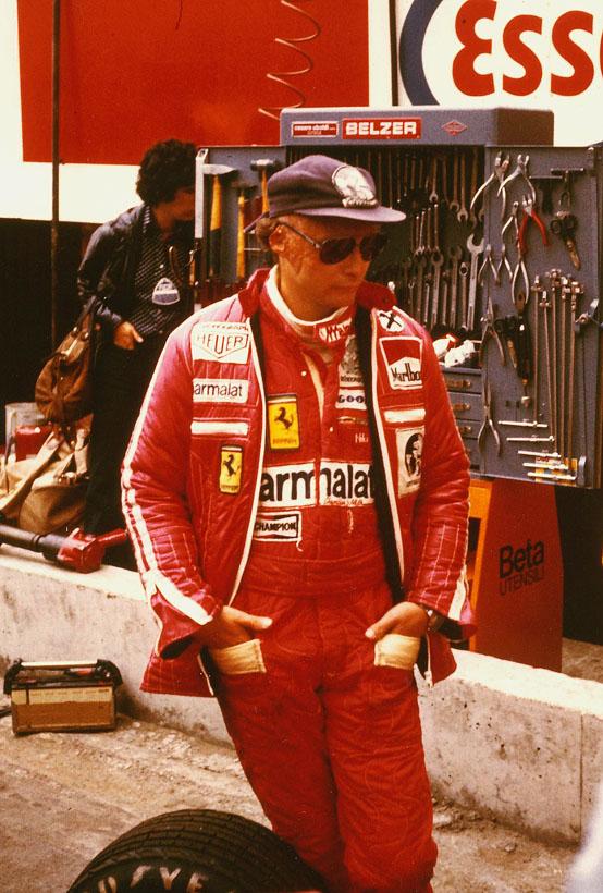 Ferrari Star Niki Lauda 10.Monate nach seinem Unfall (Nürburgring 1.8.1976)