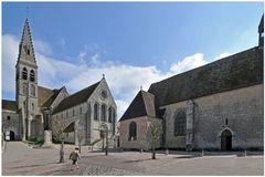 Ferrières-en-Gâtinais : place des Eglises