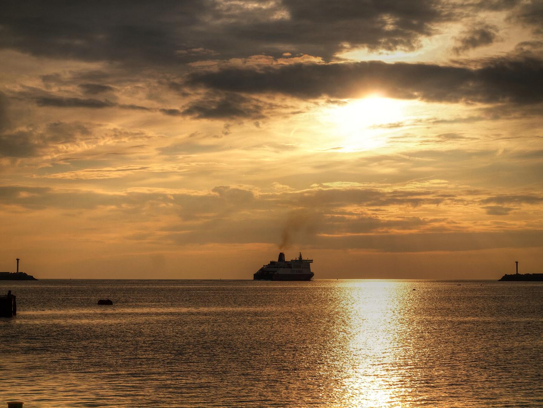 Ferry leaving Dunkirk west port