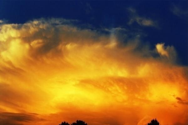 Feuer auf dem Himmel