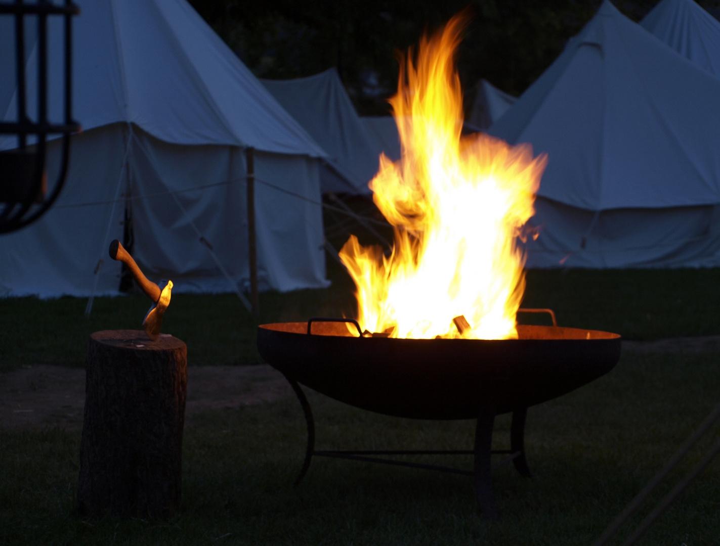 Feuer mit Beil