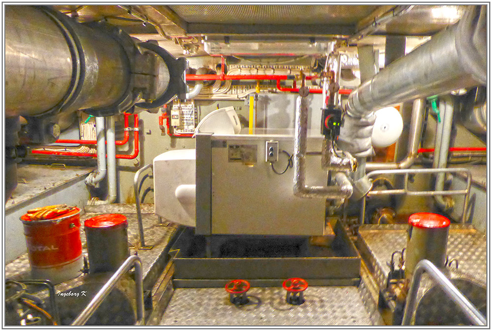 Feuerlöschboot - Technikräume im Boot unten - 1